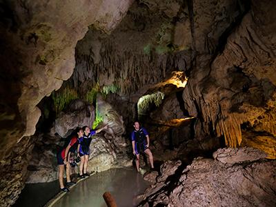 cavernas Foto 1915845097