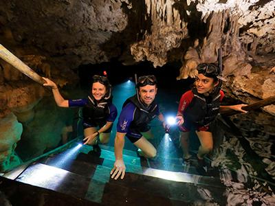 cavernas Foto 362834014