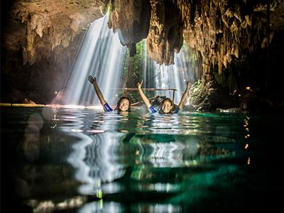 cavernas Foto 369443297