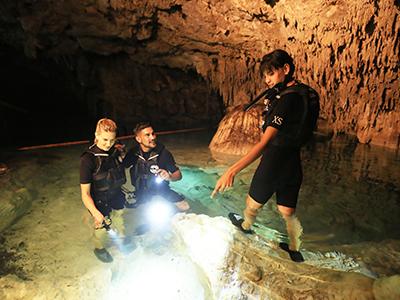cavernas Foto 683048221